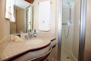 72' Marquis 720 2009 VIP Head/Shower