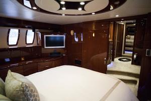 72' Marquis 720 2009 Master stateroom