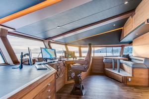 112' Westport Custom with Gregory Marshall Design 1994 Helm station