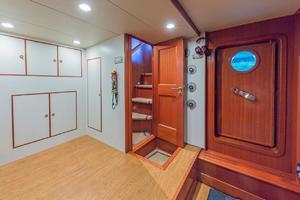 76' Alaskan 75 Pilothouse 2008 Lazarette access to salon