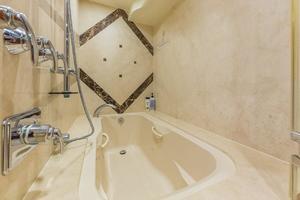 76' Alaskan 75 Pilothouse 2008 Master stateroom shower