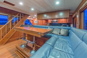 76' Alaskan 75 Pilothouse 2008 Dinette seating