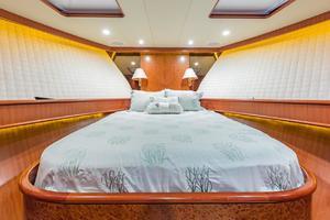 76' Alaskan 75 Pilothouse 2008 VIP berth