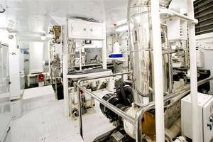120' Inace Explorer 2012 Engine room