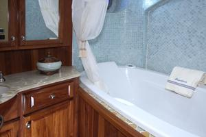 77' Real Ship Custom 2008 Guest Head Jacuzzi