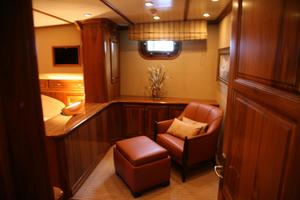 77' President Custom 750 Enclosed Bridge 2009 Master sitting area