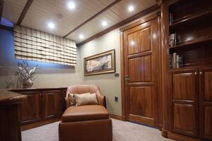 77' Real Ship Custom 2008 Master sitting room