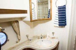 80' Azimut Carat 2005 Master Bath