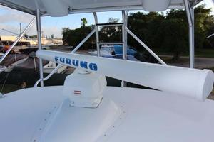 60' Hatteras Enclosed Bridge 2002 Radar