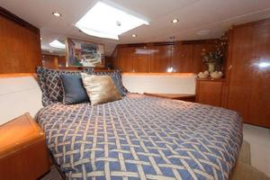 60' Hatteras Enclosed Bridge 2002 VIP Berth