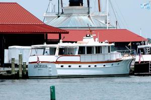 63' Trumpy Houseboat 1969 18996865586_b4ebc18692_b (1).jpg