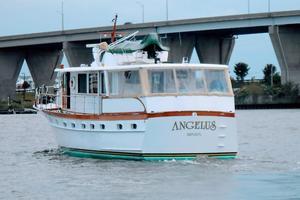 63' Trumpy Houseboat 1969 DSCN1286.jpg