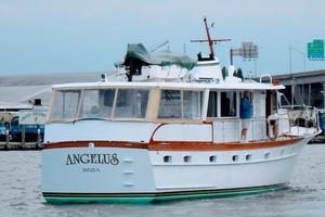 63' Trumpy Houseboat 1969 DSCN1288.jpg