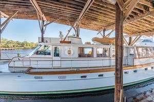 63' Trumpy Houseboat 1969 Angelus Yacht-2.jpg
