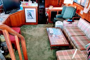 48' Californian Motor Yacht 1989 Salon View