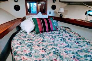 48' Californian Motor Yacht 1989 Fwd guest stateroom