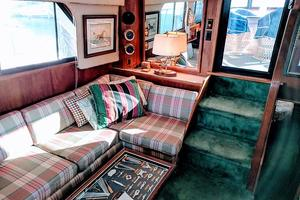 48' Californian Motor Yacht 1989 Salon
