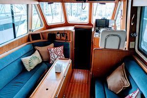 38' Pacific Seacraft Fast Trawler 2000 Saloon
