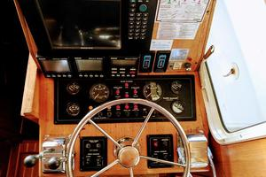 38' Pacific Seacraft Fast Trawler 2000 Lower Helm