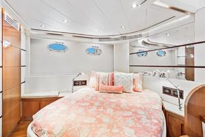 62' Pershing Express 2006 Guest Stateroom