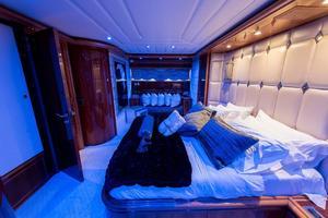 94' Ferretti Yachts Custom Line 94 2000