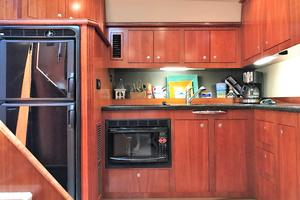 46' Cruisers Yachts 460 Express 2007 Galley