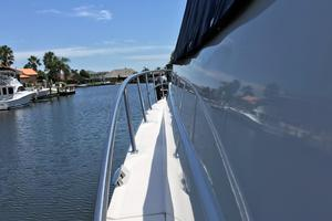 46' Cruisers Yachts 460 Express 2007 Side Decks