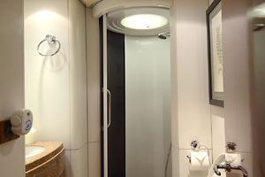 87' Oceanfast 87 2000 VIP Bathroom