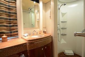 87' Oceanfast 87 2000 Forward Bathroom