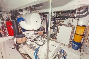 87' Oceanfast 87 2000 Engine Room