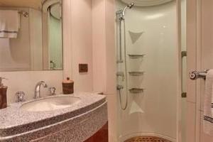 87' Oceanfast 87 2000 Master Bathroom