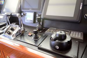 87' Oceanfast 87 2000 Pilothouse Controls