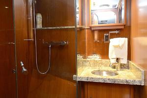 85' Jongert Long Range Cruiser 1986 VIP Bathroom
