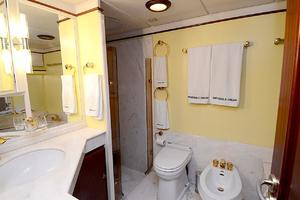 85' Jongert Long Range Cruiser 1986 Master Bathroom