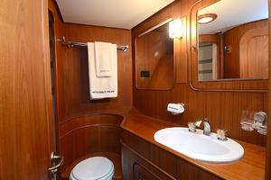 85' Jongert Long Range Cruiser 1986 Starboard Guest Bathroom