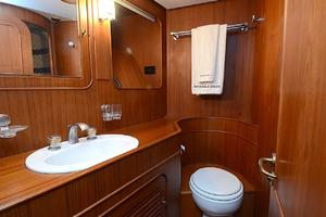 85' Jongert Long Range Cruiser 1986 Port Guest Bathroom