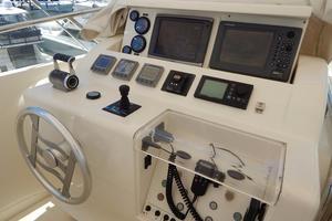 94' Ferretti Yachts  2004 Flybridge Controls