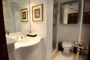 105' Intermarine  2000 Starboard Guest Bathroom