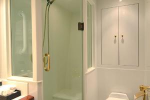 105' Intermarine  2000 VIP Bathroom