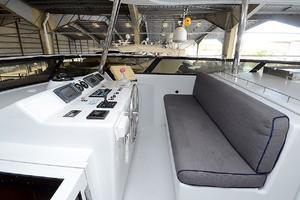 105' Intermarine  2000 Flybridge Helm