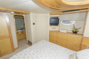 102' Crescent  1991 Guest Stateroom - Starboard