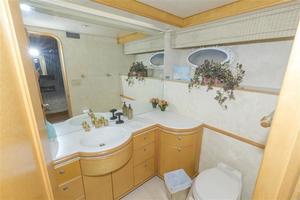 102' Crescent  1991 Guest Bath - Starboard