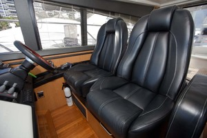 62' Princess V62 2011 Helm Seats