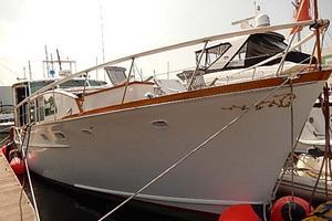 58' Trumpy motor yacht 1970 Bow view