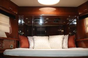 59' Marquis 59 2006 Forward VIP Staterom