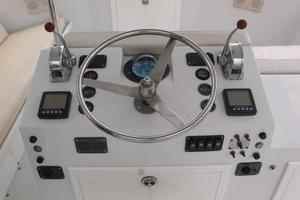 42' Hatteras Convertible Sportfish 1977 Helm