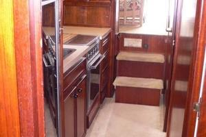 42' Hatteras Convertible Sportfish 1977 Companionway