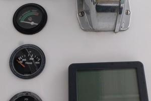 42' Hatteras Convertible Sportfish 1977 Controls