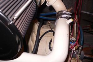 42' Hatteras Convertible Sportfish 1977 Engine room