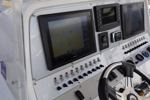 39' Concept Boats 3900 CC 2014 Helm 2